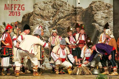 """Фолклорен ансамбъл """"Гайдуница"""" прославиха страната ни"""