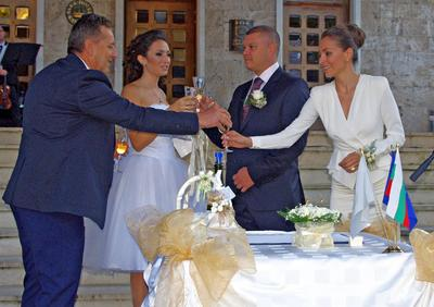 Областният на Плевен се ожени за красива лекарка