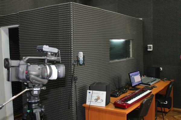 """СОУ """"Емилиян Станев"""" се сдоби с уникално звукозаписно студио"""