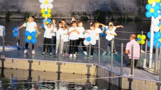 Плаващата сцена със здраво младежко участие