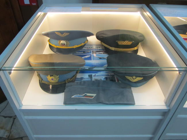 В света на шапките и книгите на един бивш полицай