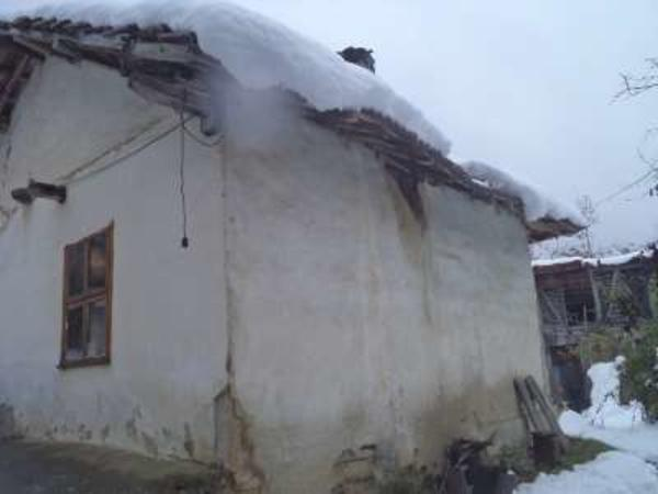 Настаниха дядо в Дом заради срутваща се къща
