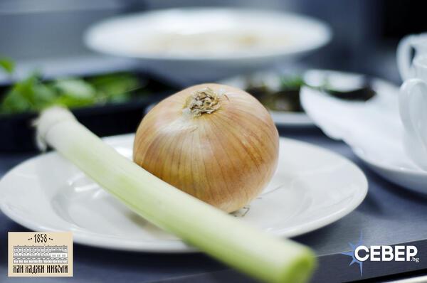 Да хапнем: Бобена салата с праз лук, люта чушка и запечена сланинка + ВИДЕО