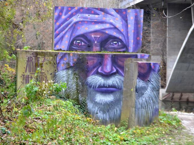 5-метрова арт инсталация краси входа на Търново