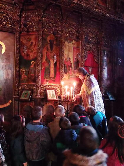 """Деца на """"Слънчев дом"""" се запознаха с храма"""