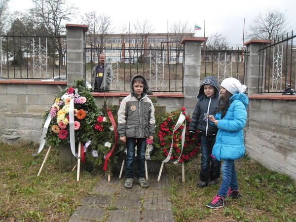 Ученици се включиха в боевете край Плевен!