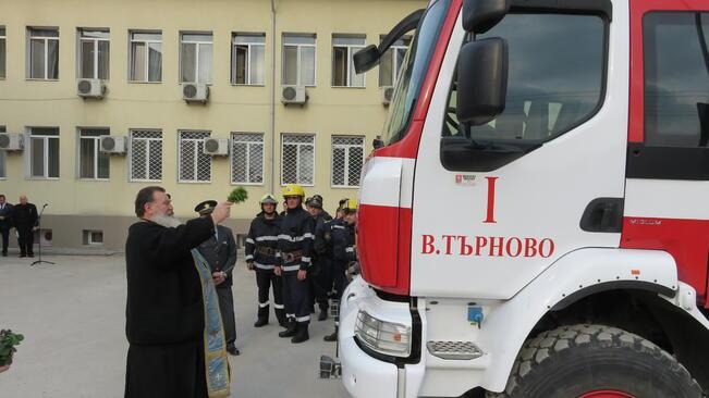 Пожарната служба в Павликени с нови автомобили