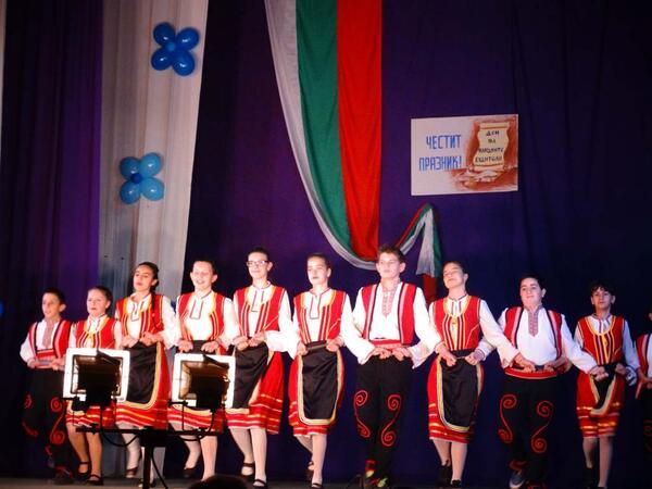 Луковит отпразнува Деня на будителите със сцена на талантите