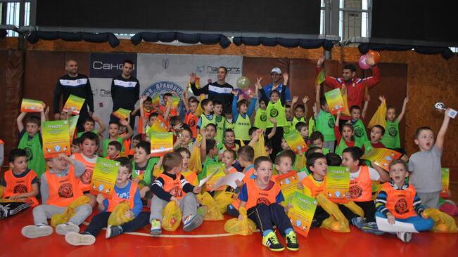 Мини шампионска лига по футбол събра над 200 малчугани