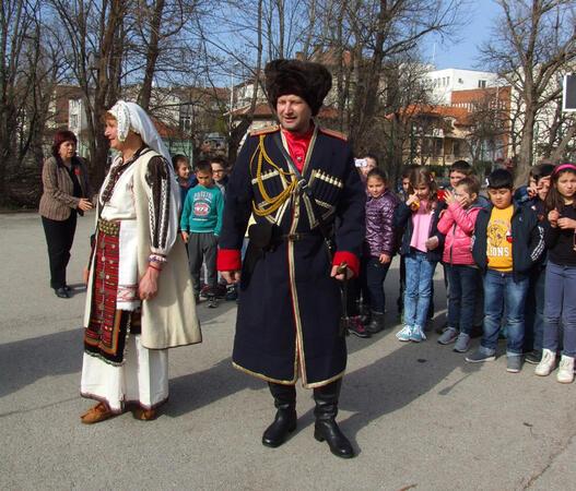 Малки патриоти почетоха героите + СНИМКИ