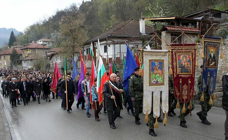 Великотърновци почетоха благодетелите на старата столица с шествие +СНИМКИ