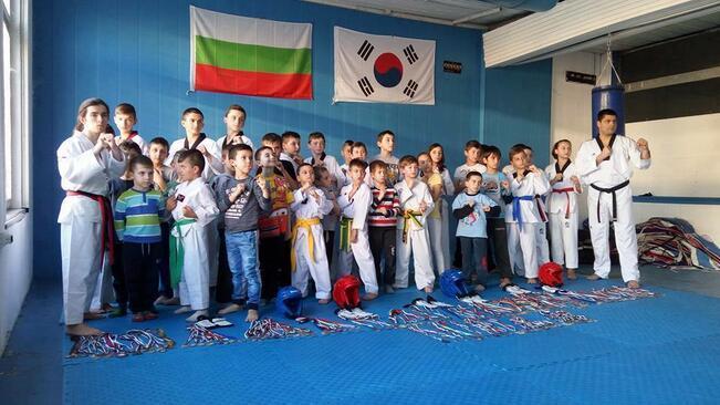 """13 медала за горнооряховските таекуондисти от клуб """"Инвикта"""""""