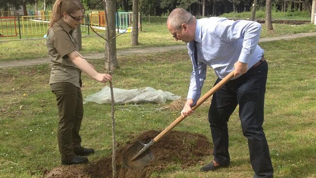 Областният управител на Русе се включи в Седмицата на гората в Борово