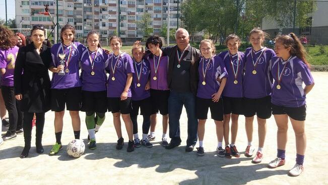 Отборът на Спортното училище спечели футболния турнир за девойки