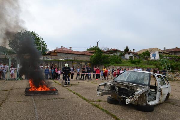 """Младежи от общината ще се обучават в отряди """"Млад огнеборец"""""""