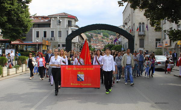 24 май беше отбелязан с пъстро ученическо шествие в старата столица