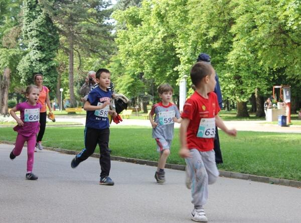 Маратонът на приятелството събра нужните средства за фитнес площадка в Плевен
