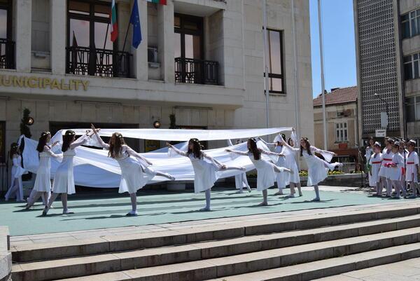 Горнооряховци празнуваха вчера, отличиха и почетните граждани