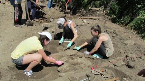 Ученическа археологическа школа за първи път у нас на крепостта Ряховец!