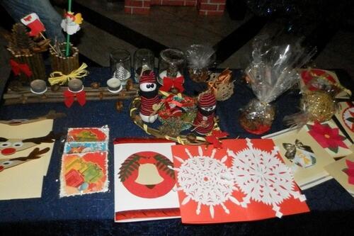 Коледен базар събира средства за болни деца