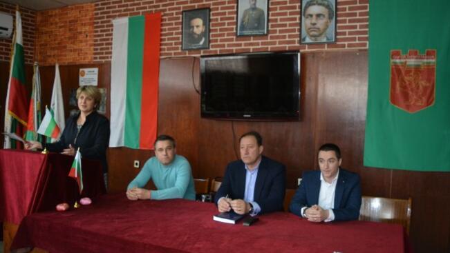 """Кандидатите от """"БСП за България"""" се срещнаха със запасни офицери в Горна Оряховица"""
