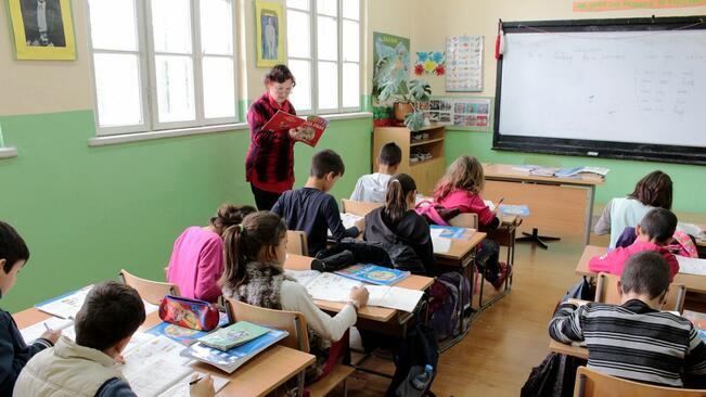 Училището в Дибич пред закриване