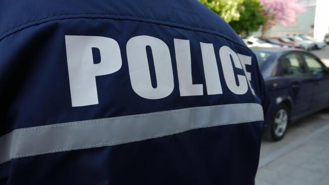 Тийнейджърка и рецидивист откраднали алкохол от заведение в центъра на Разград