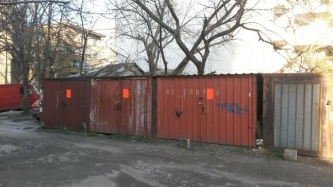Бутат незаконни гаражи в централната градска част на Ловеч