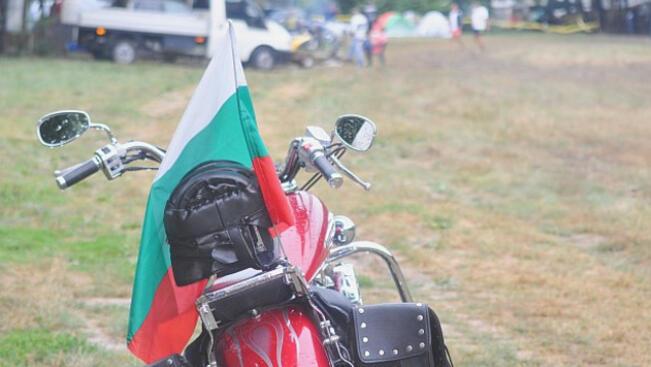"""Мотористи помагат на фондация """"Искам бебе"""" на 15-ия мото събор край Разград"""