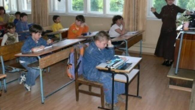 Потърсиха 446 деца, отпаднали от училище във Врачанско