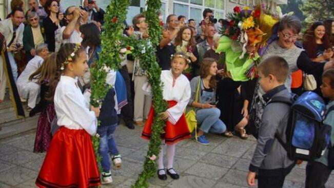 Близо 16 хиляди ученици влизат в класните стаи в Добричка област