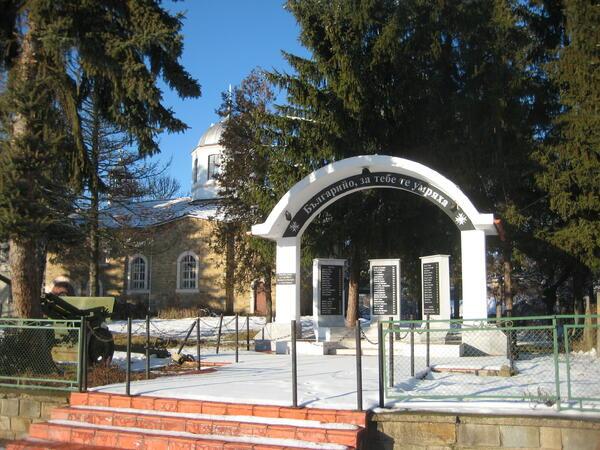Българското село замира? Не и Малиново...