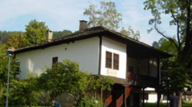"""Постоянна експозиция """"Градски бит от края на XIX в. до 40-те години на XX в. в Дечкова къща"""