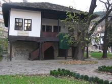 Дечковата къща
