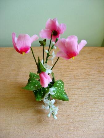 Мими Добрева за калоферската дантела и полимерната флористика