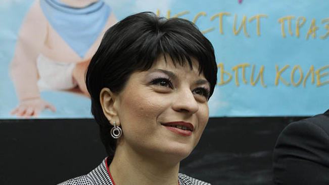 Десислава Атанасова открива обновена болница